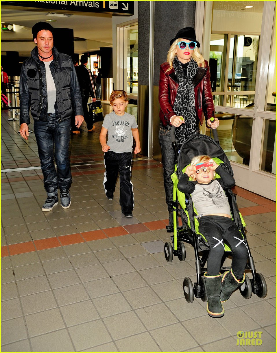 gwen stefani & gavin rossdale holiday travel with the kids 01