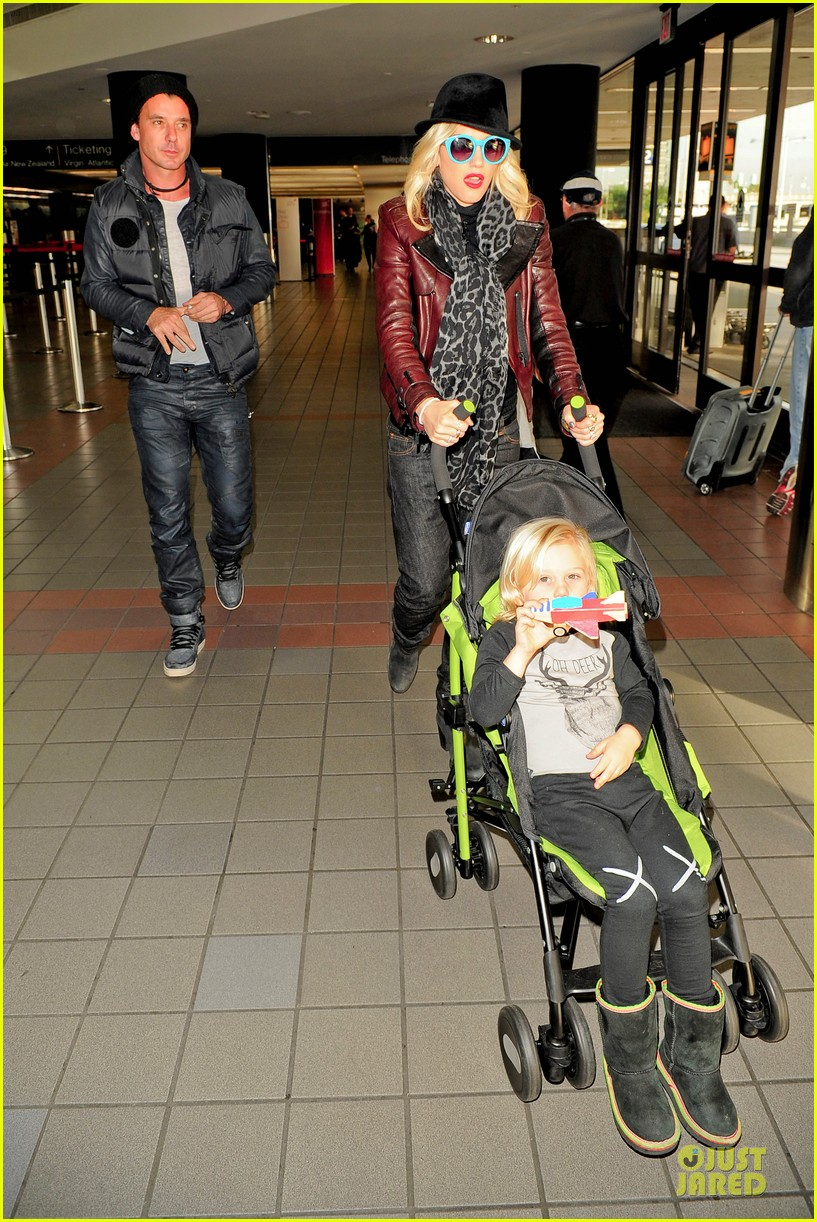 gwen stefani & gavin rossdale holiday travel with the kids 17