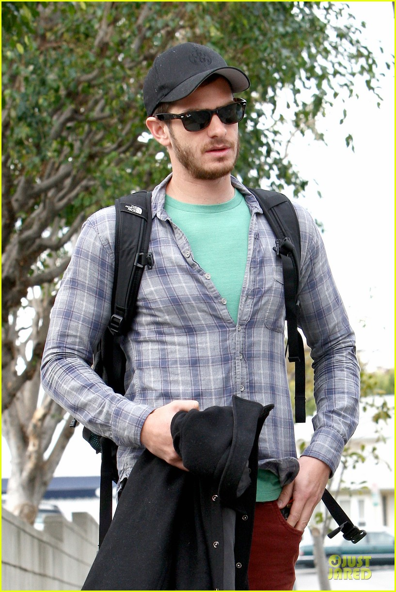 emma stone& andrew garfield separate outings with friends 04