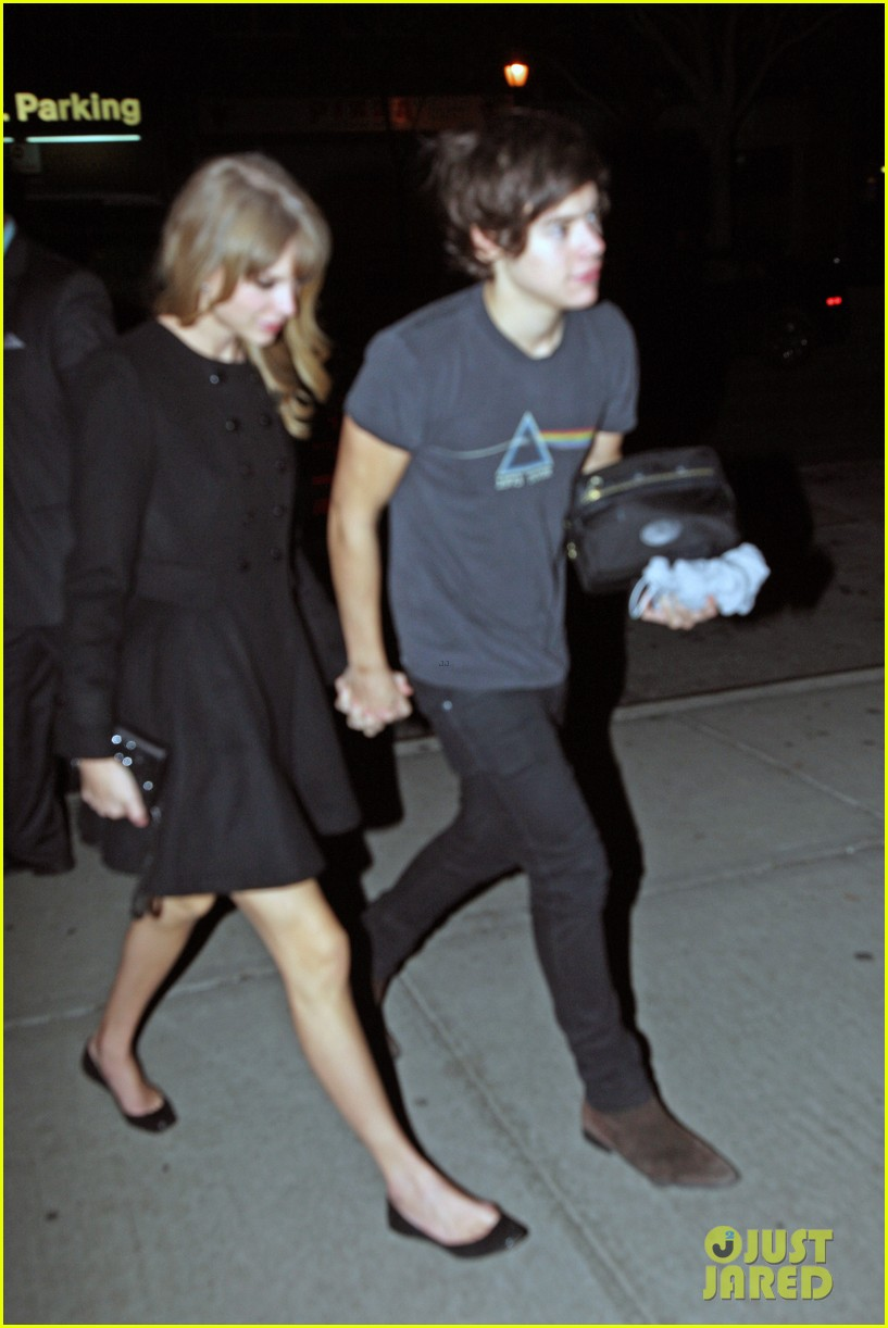 taylor swift harry styles holding hands after 1d concert 03