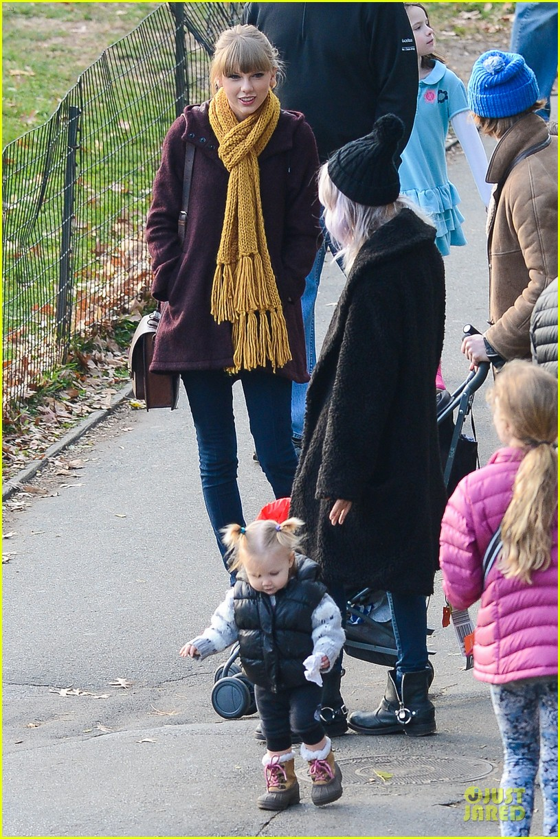 taylor swift harry styles central park stroll 11