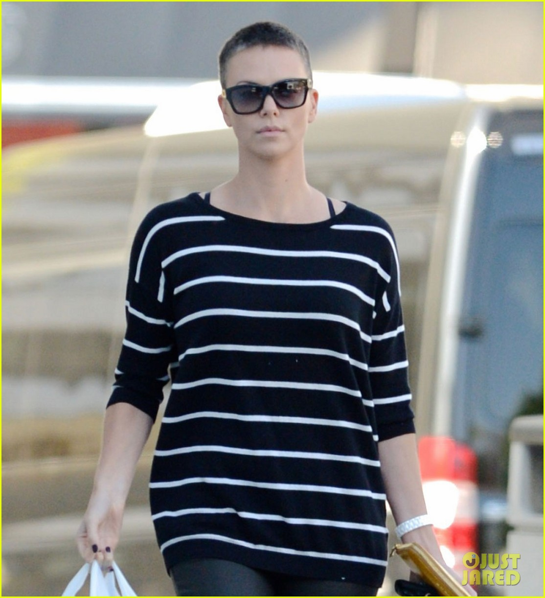 charlize theron pharmacy stop in los angeles 01