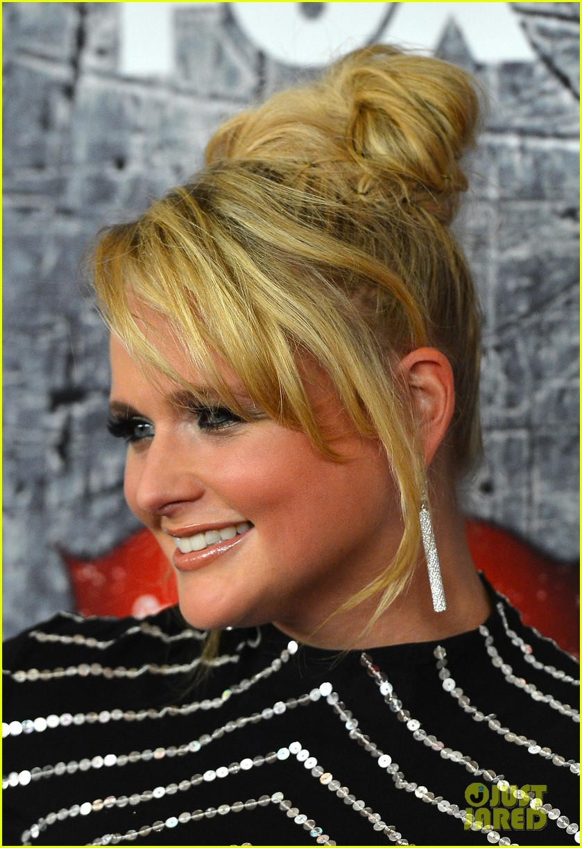 carrie underwood miranda lambert acas red carpet 2012 082773251