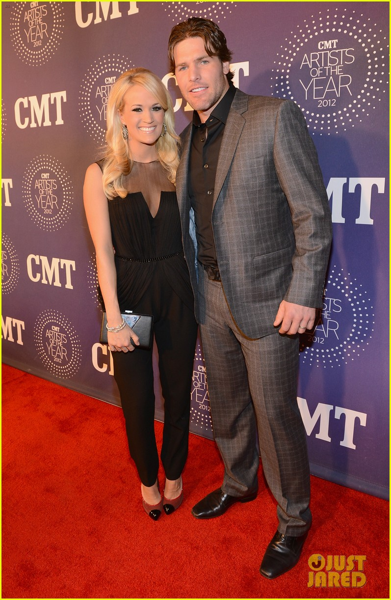 carrie underwood cmt artists of the year with mike fisher 04