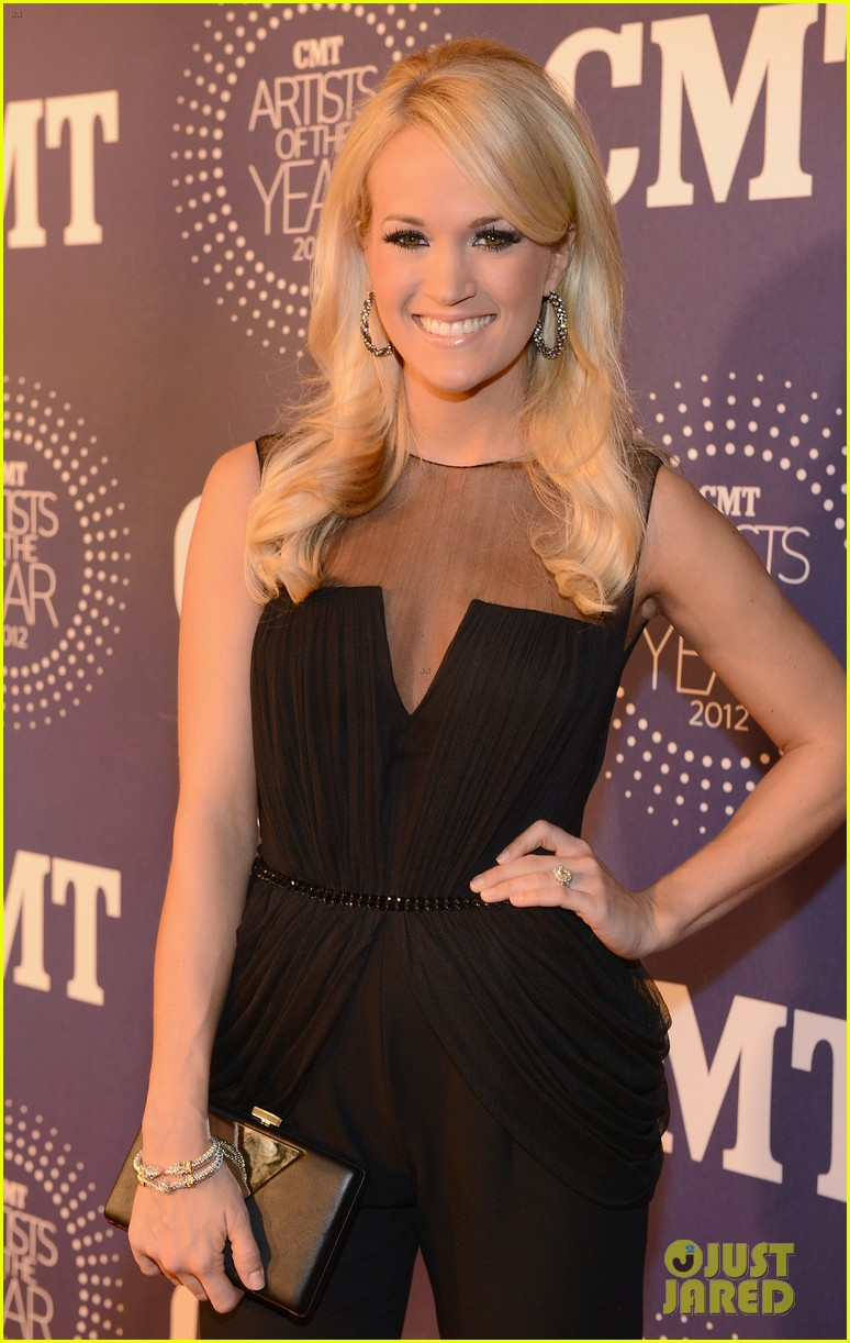 carrie underwood cmt artists of the year with mike fisher 052768654