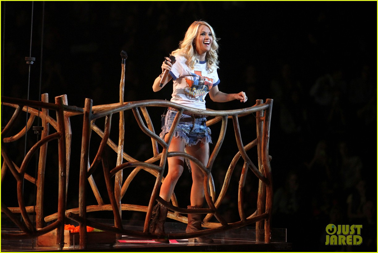 carrie underwood so small with ps22 chorus in newark 14