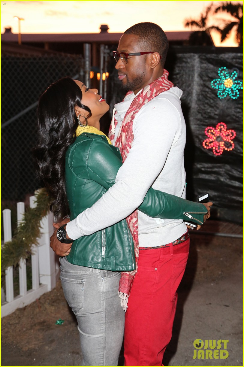 gabrielle union dwyane wade santas enchanted lovers 032780447