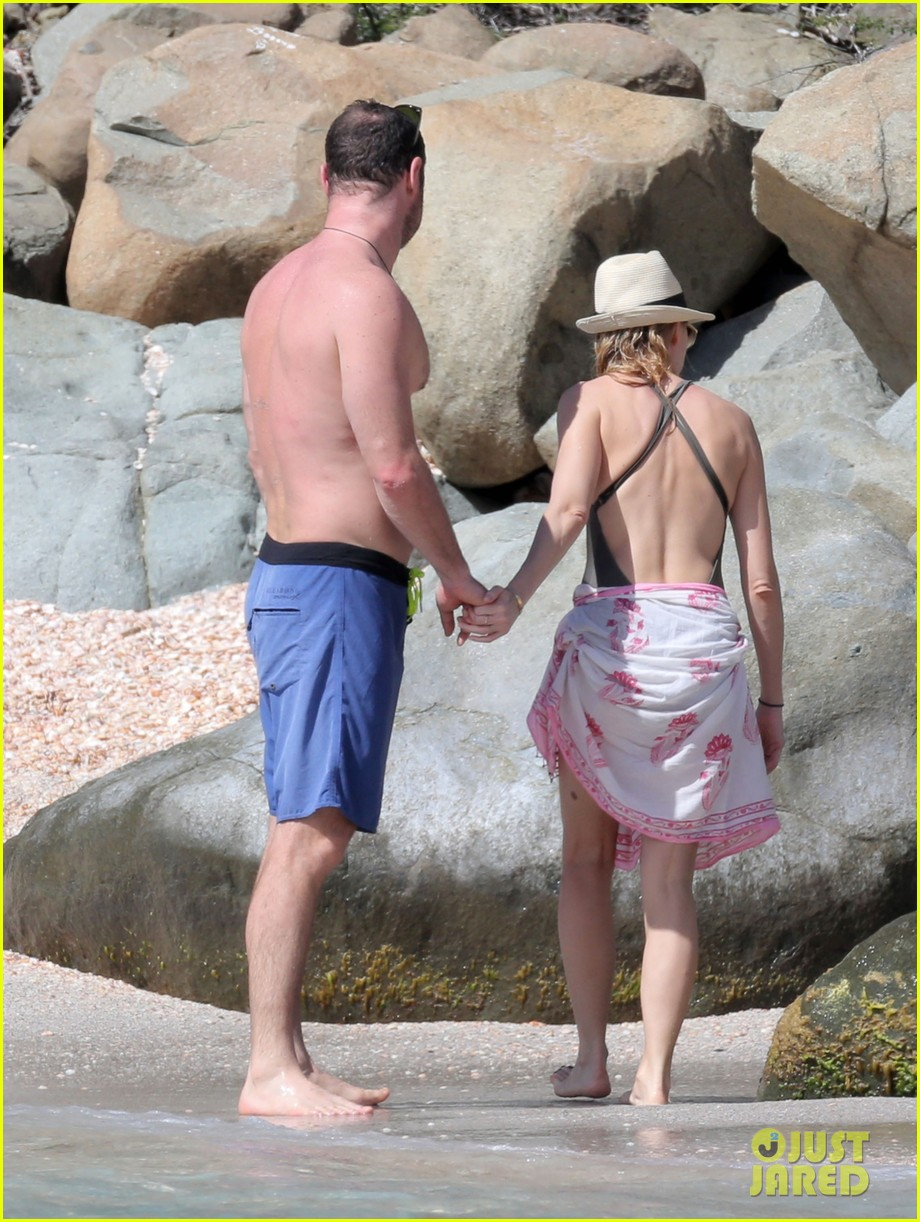 naomi watts shirtless liev schreiber new years eve beach day 172782936