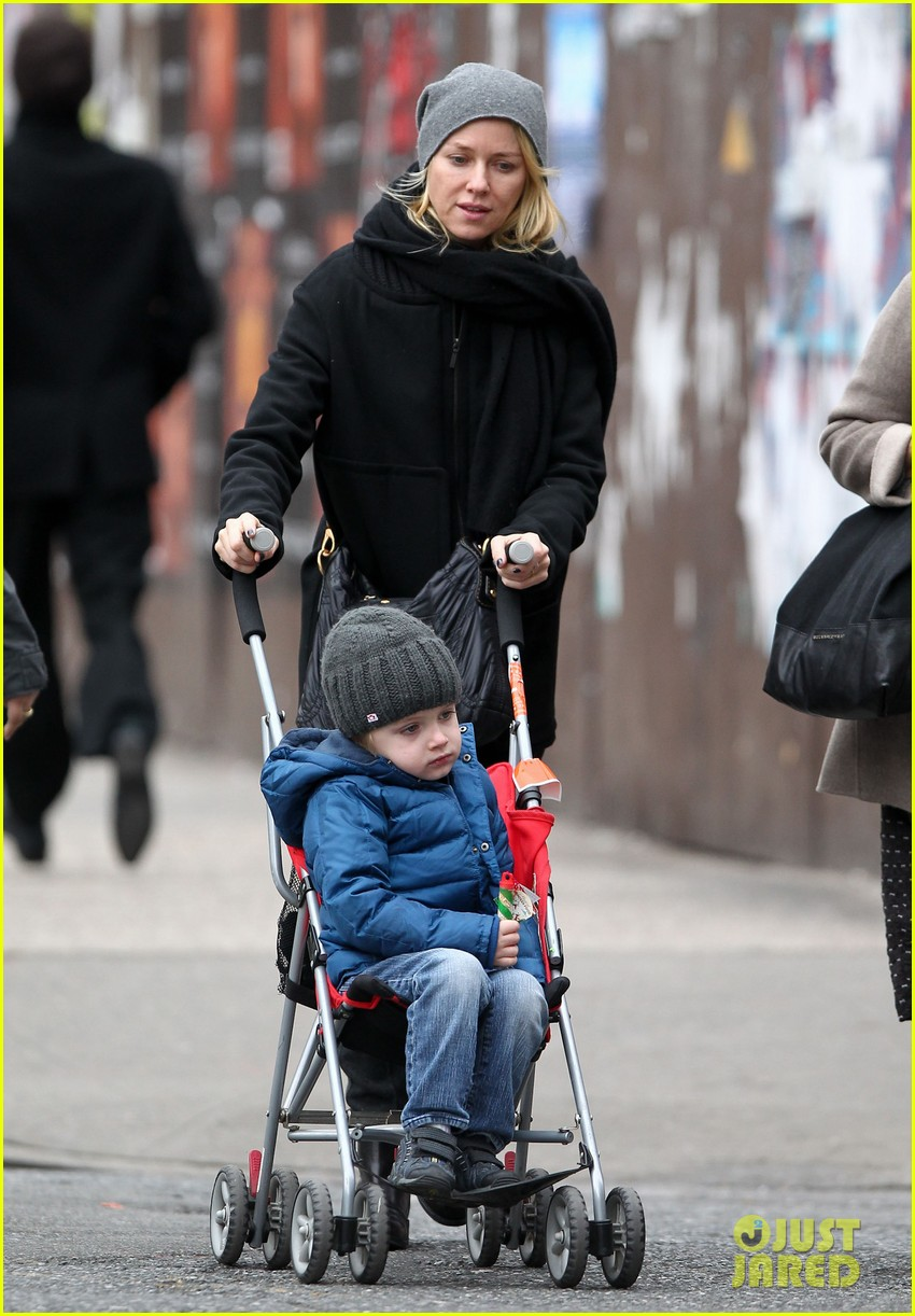 naomi watts samuel mother son pedicures 13