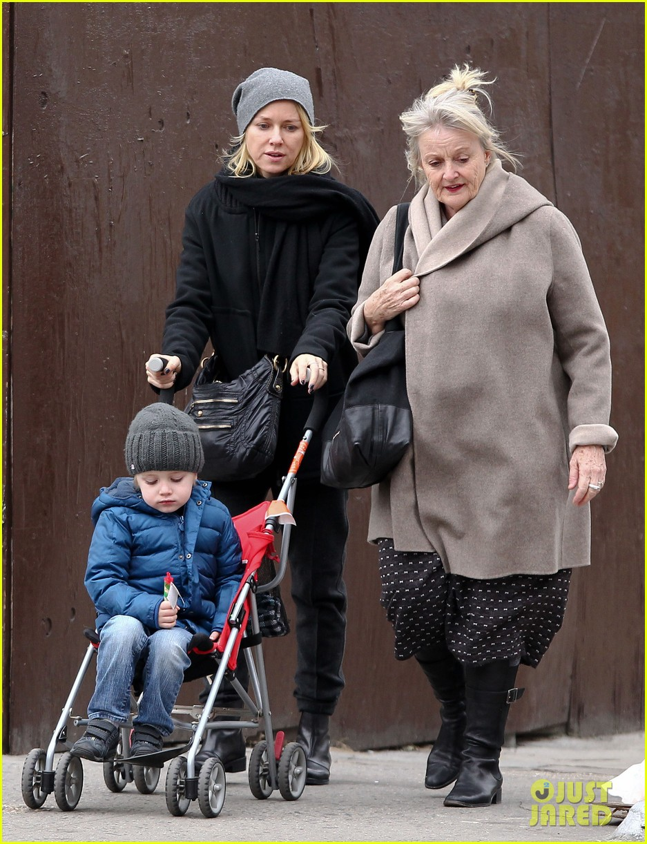 naomi watts samuel mother son pedicures 14