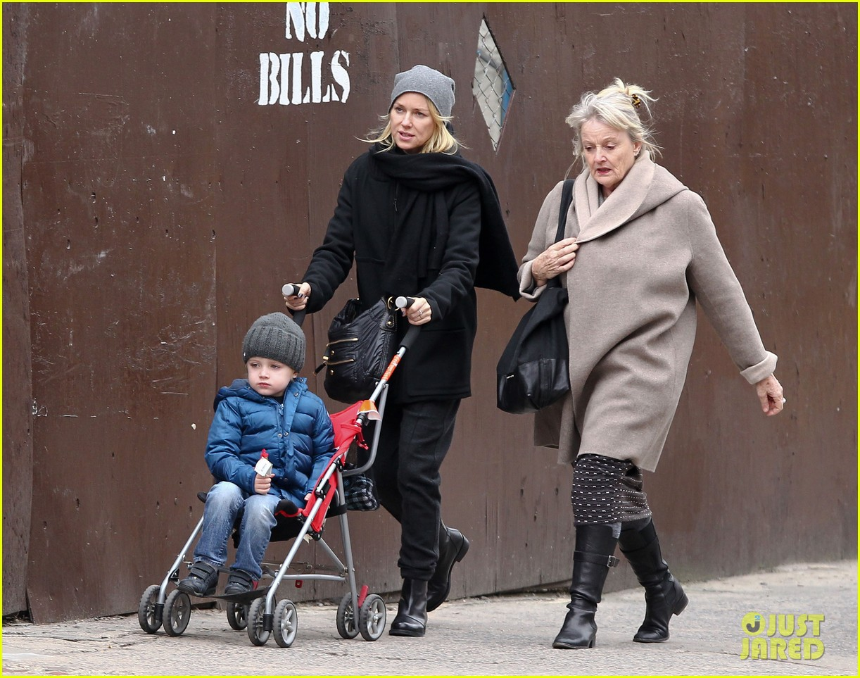 naomi watts samuel mother son pedicures 16