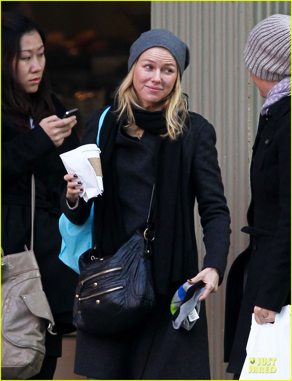 naomi watts let out a yelp after hearing golden globes nomination news 06
