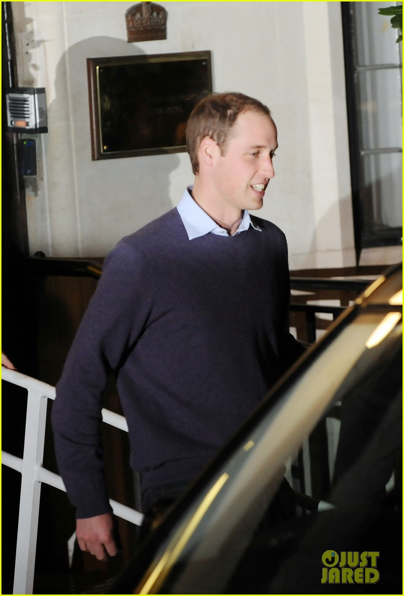 prince william visits pregnant kate middleton in hospital 15