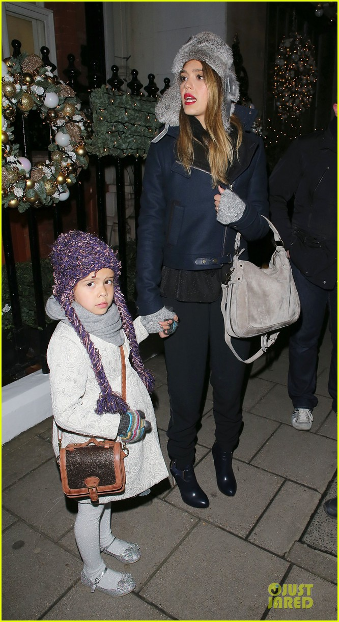 jessica alba had a blast at winter wonderland with honor 13
