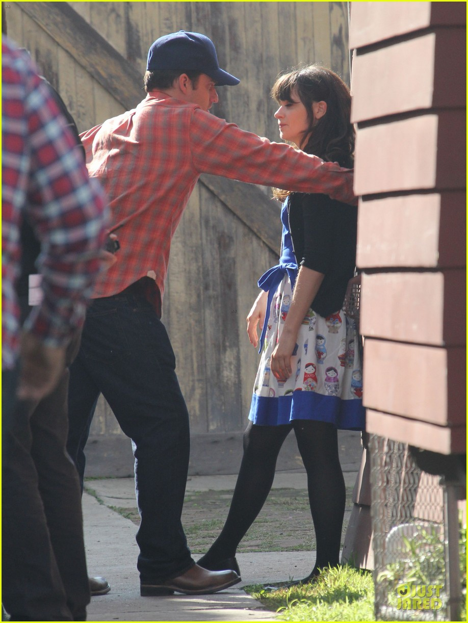 zooey deschanel new girl set with jake johnson 08