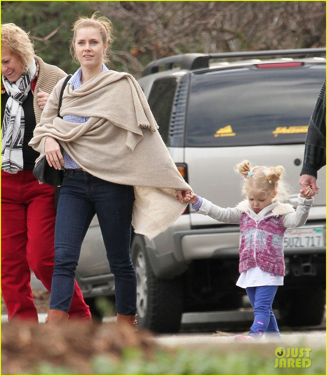 amy adams aviana goes for a pony ride 122800331