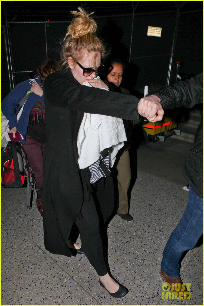 adele baby land in los angeles for golden globes 27