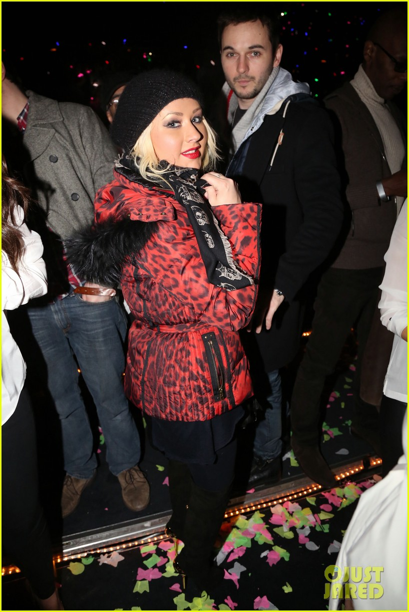christina aguilera harry styles jay z new years eve concert 02