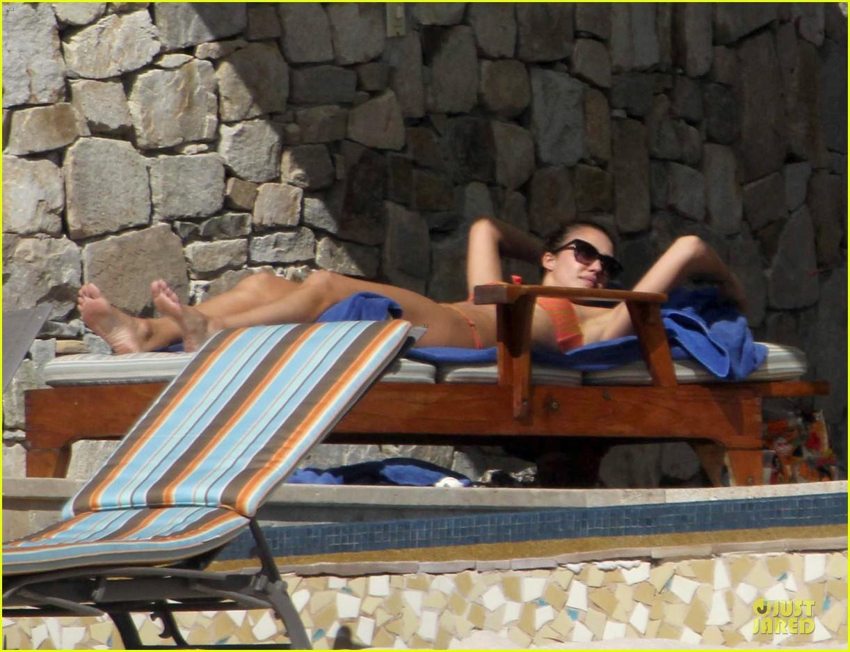 jessica alba bikini vacation in cabo san lucas 08