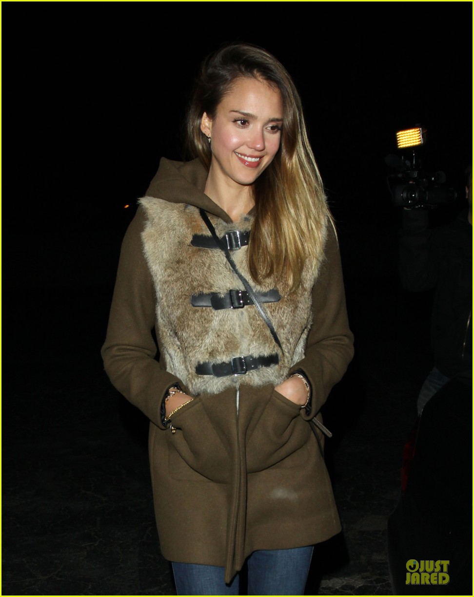 jessica alba wraps up work week with drinks 042789386