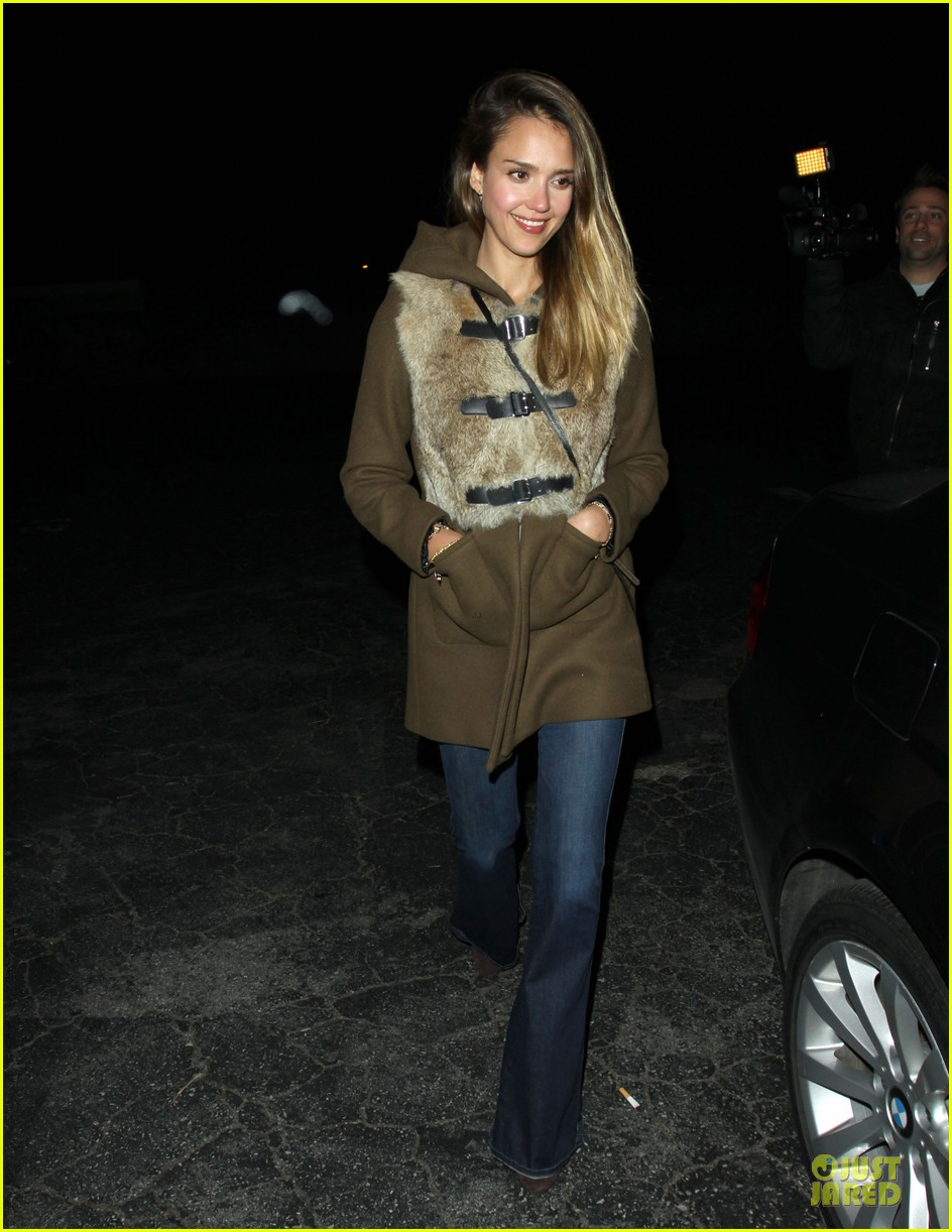 jessica alba wraps up work week with drinks 13