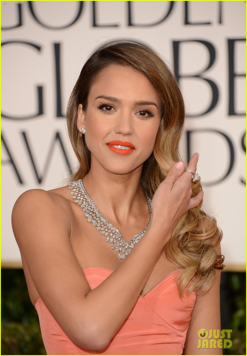jessica alba golden globes 2013 red carpet 02