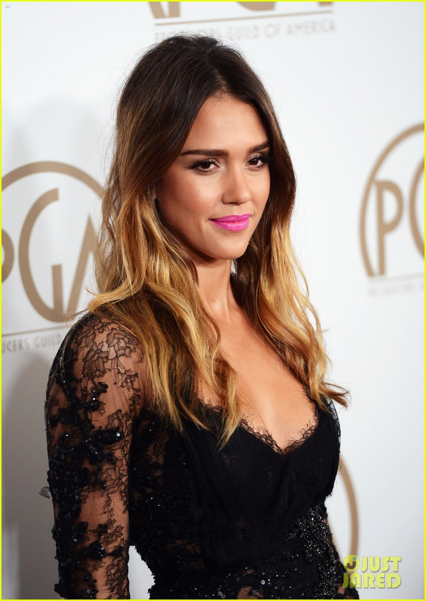 jessica alba cash warren pga red carpet 02