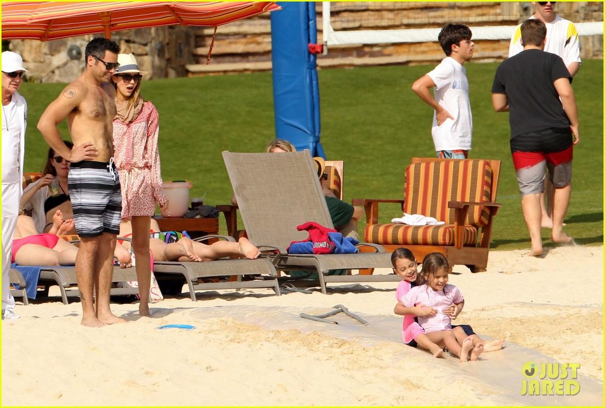 jessica alba cabo beach with shirtless cash warren 16