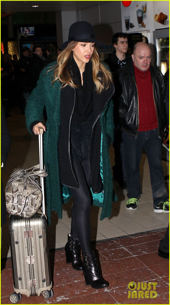 jessica alba paris vacation for pals birthday 04
