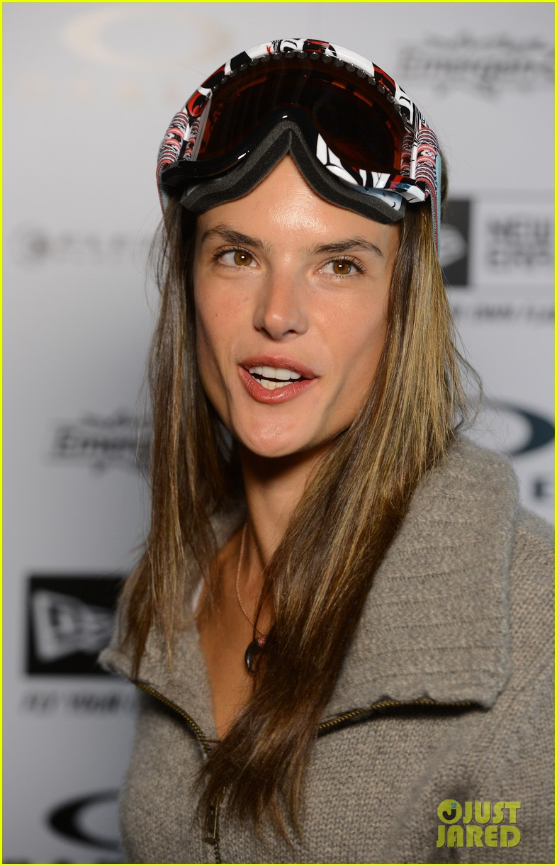 alessandra ambrosio sundance snowboarder 02