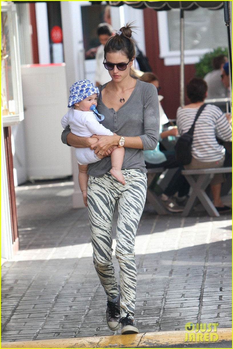 alessandra ambrosio brentwood country mart noah 08