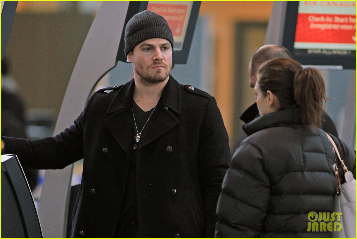 stephen amell big apple promo trip with wife cassandra 04