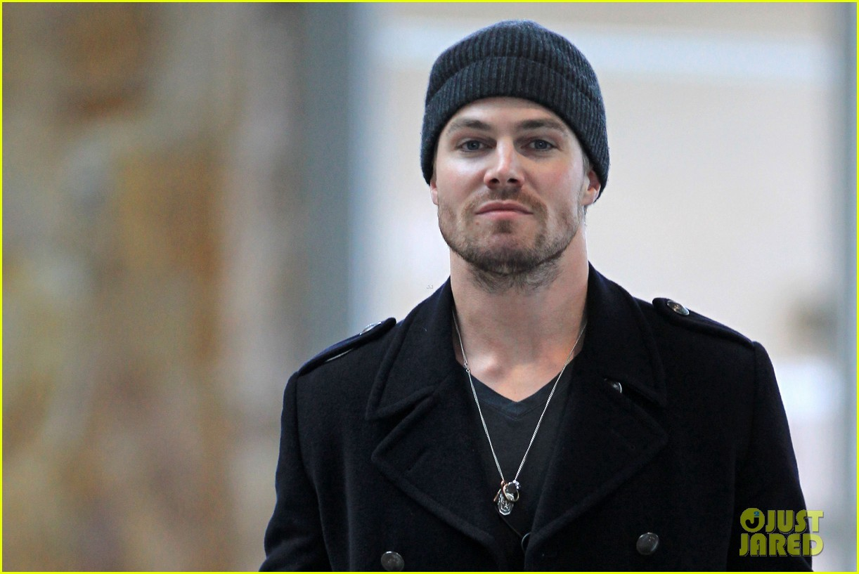 stephen amell big apple promo trip with wife cassandra 15