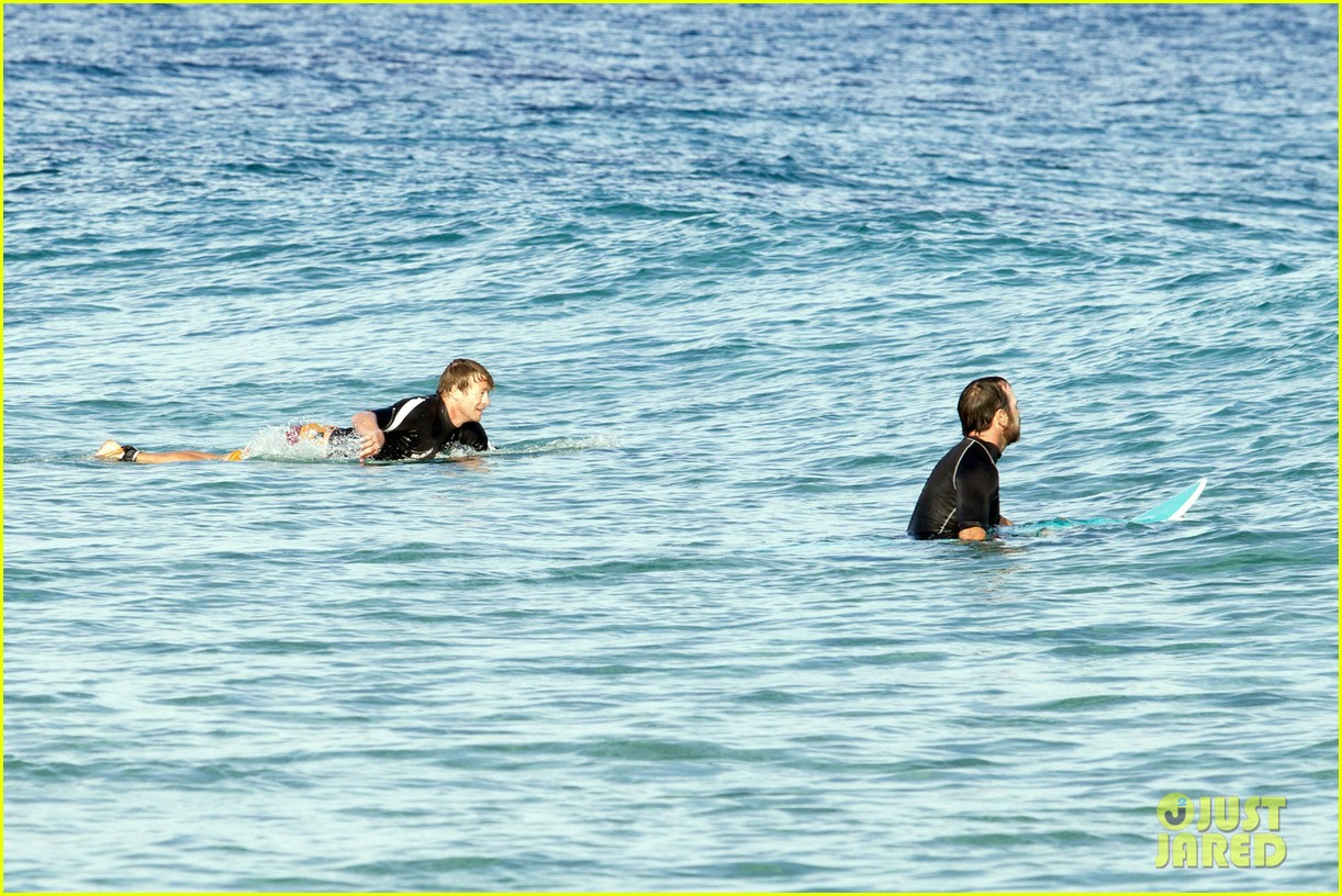 simon baker surfing in sydney 06