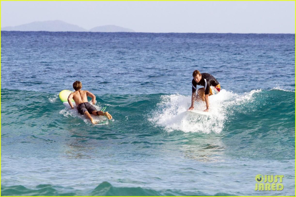 simon baker surfing in sydney 07