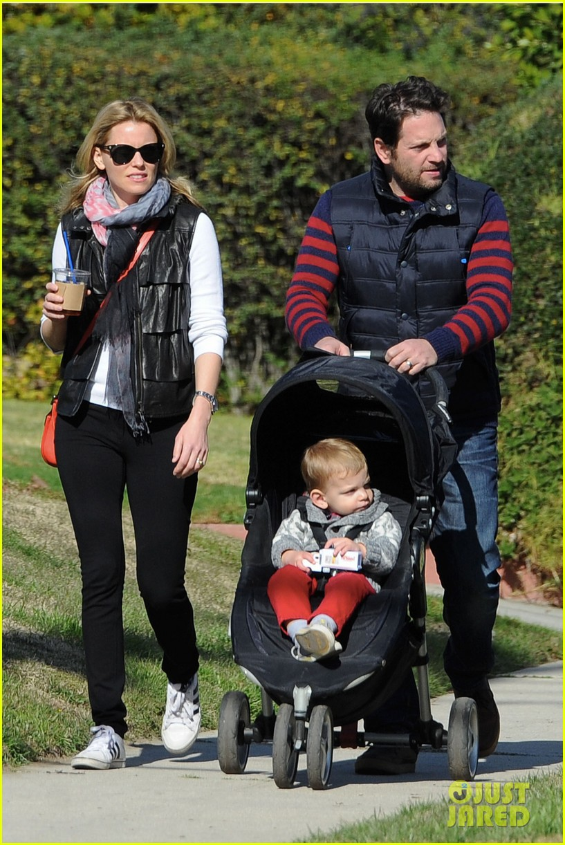 elizabeth banks family outing 04