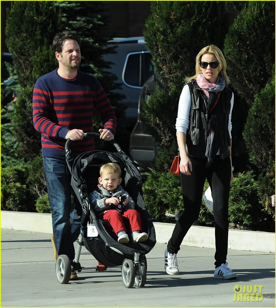 elizabeth banks family outing 132785649