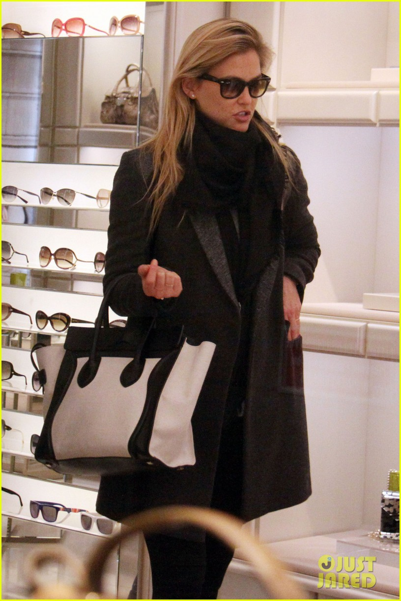 bar refaeli milan shopping spree 02