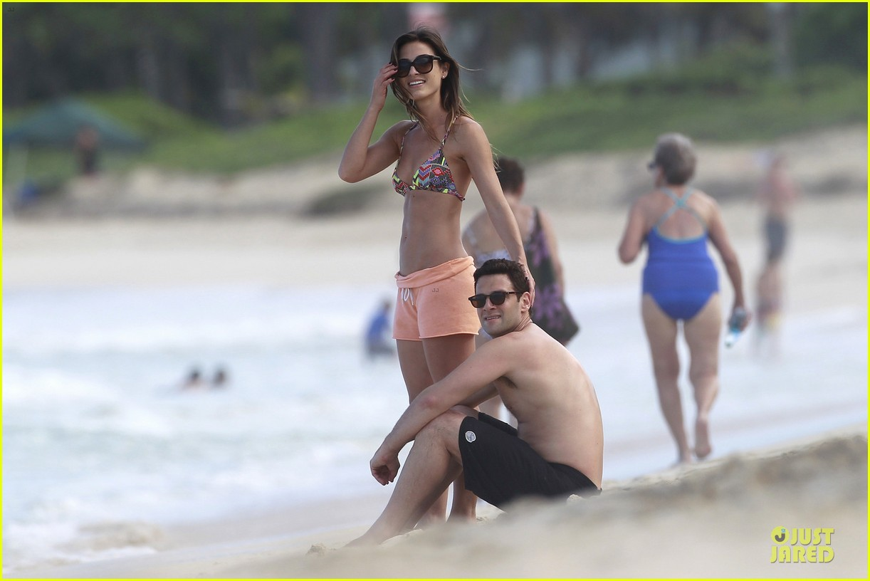 justin bartha shirtless maui vacation with mystery woman 01