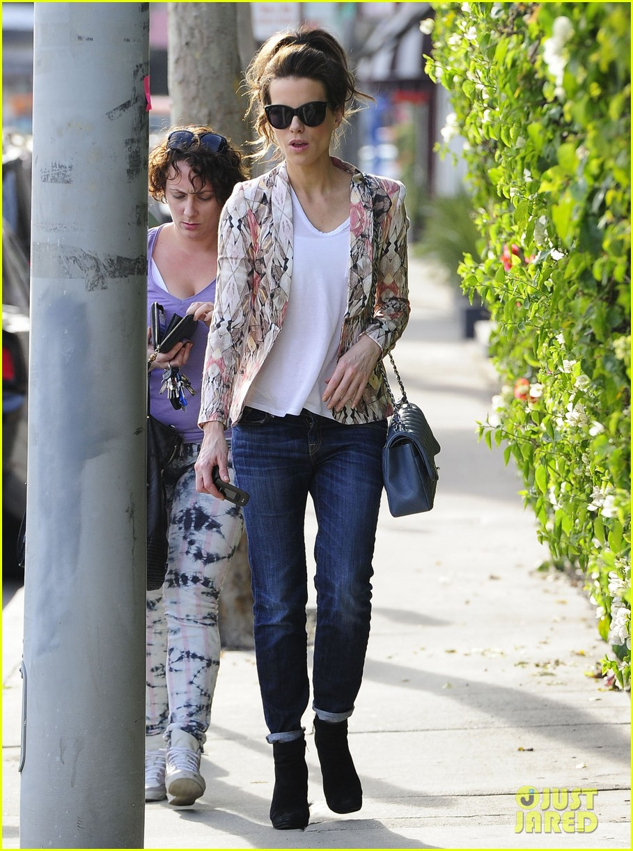 kate beckinsale melrose afternoon 01