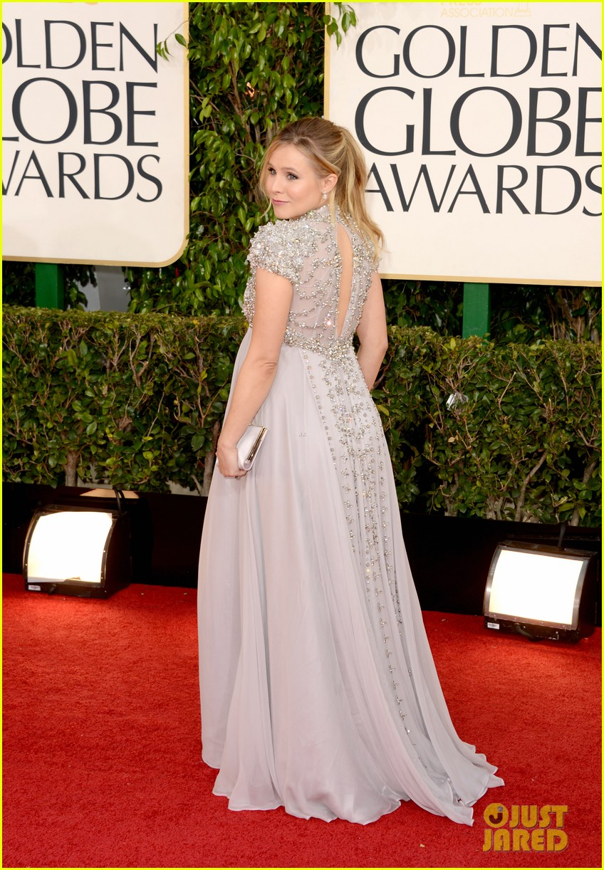 kristen bell golden globes 2013 red carpet dax shepard 03