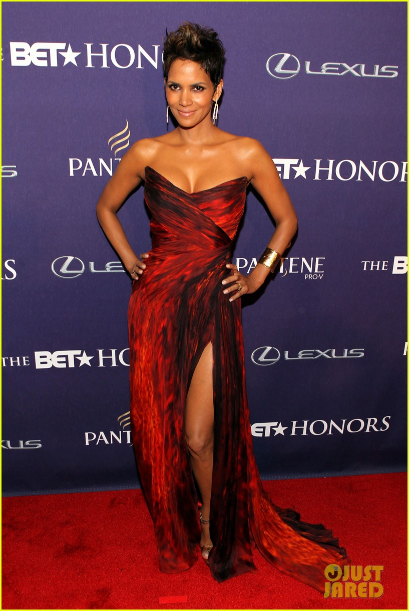 halle berry alicia keys bet honors 2013 red carpet 08