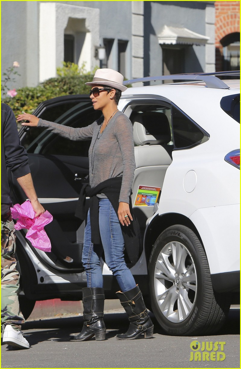 halle berry disneyland with nahla 272796707