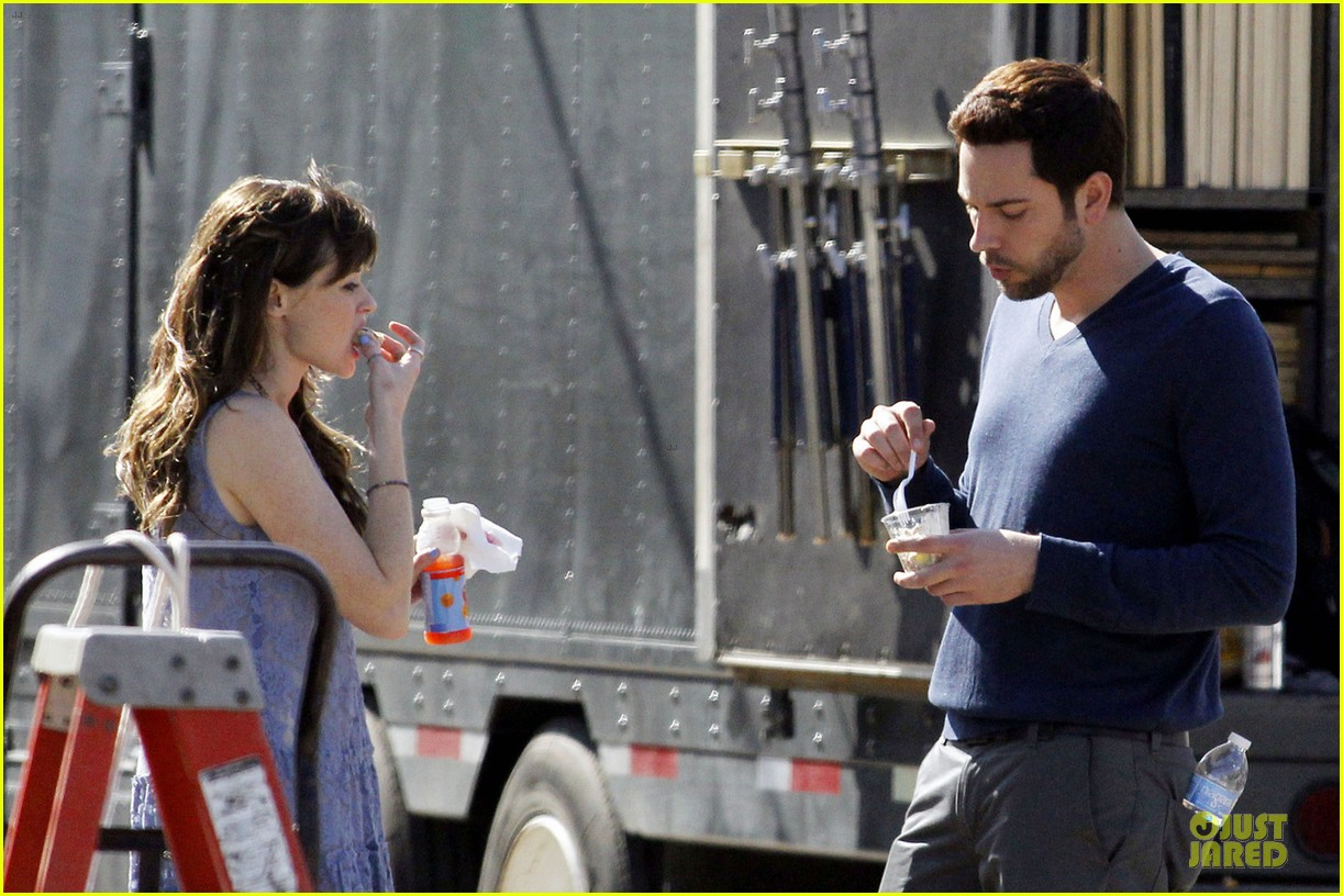 alexis bledel zachary levi remember sunday premieres in april 04