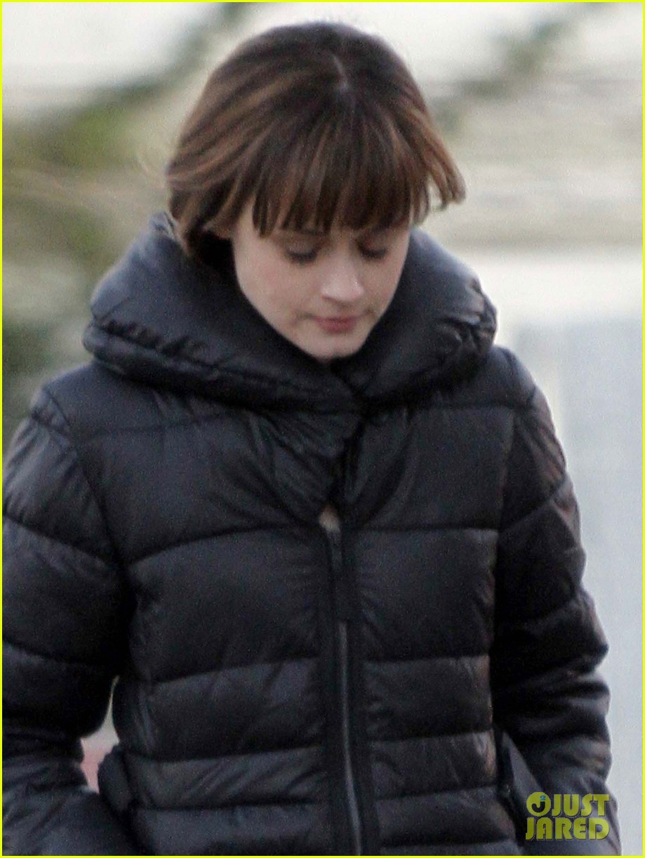 alexis bledel remember sunday set with zachary levi 06