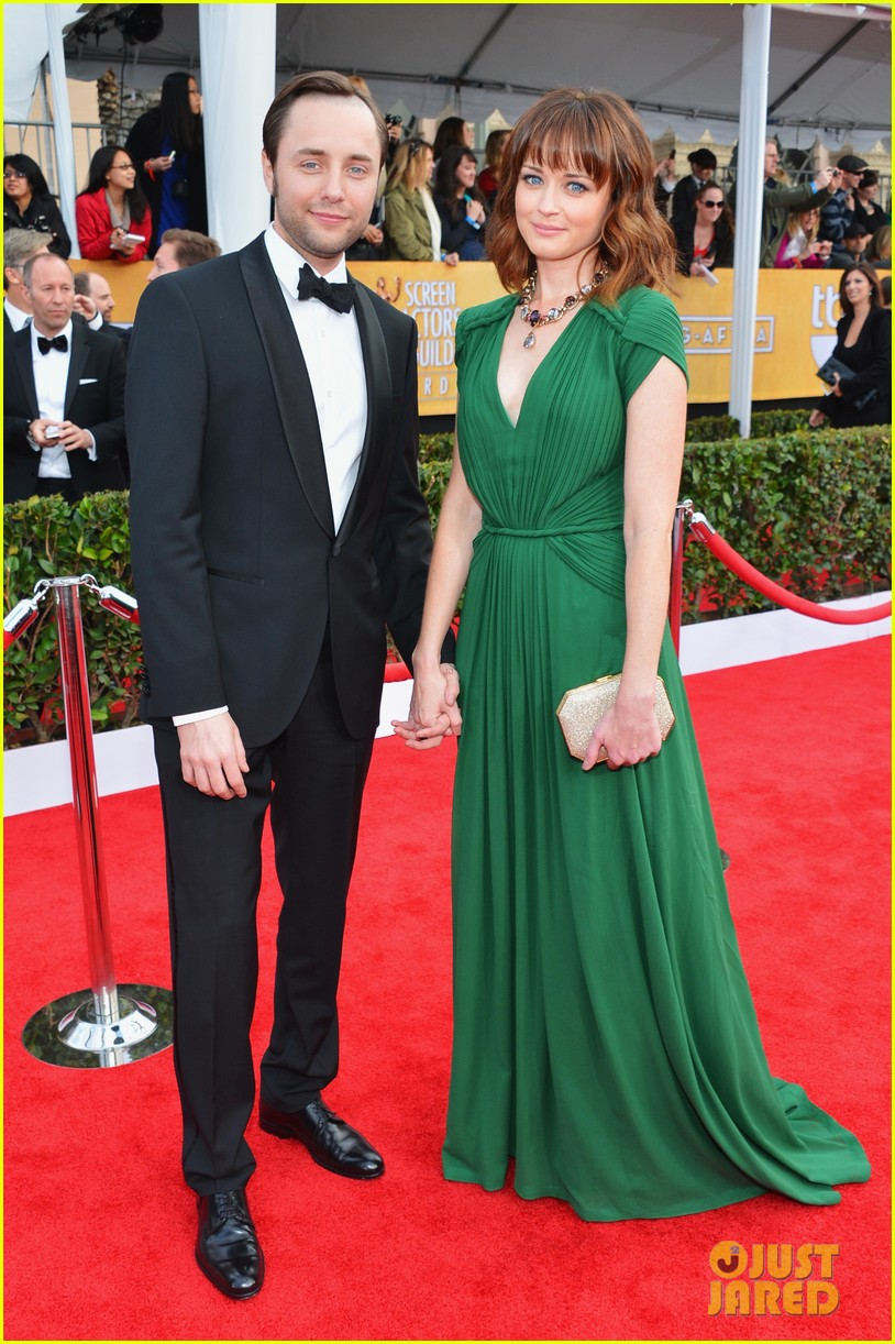 alexis bledel sag awards 2013 with vincent kartheiser 04