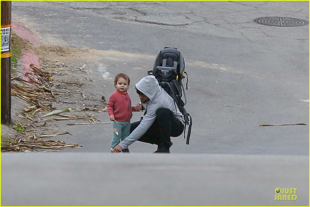 orlando bloom walks home with flynn 02
