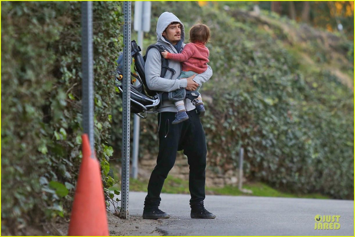 orlando bloom walks home with flynn 15