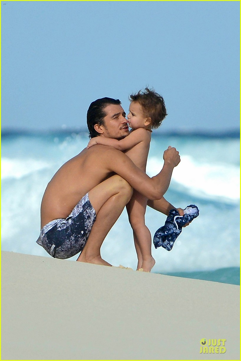 orlando bloom beach waves with flynn 162800888