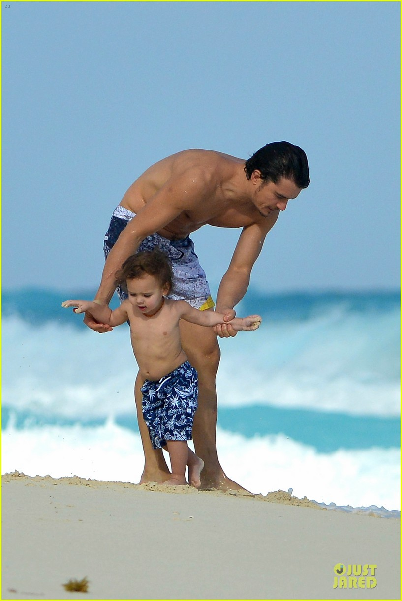 orlando bloom beach waves with flynn 35